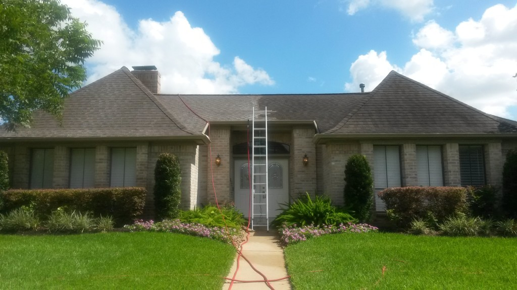 Roof Cleaning Sugar Land After